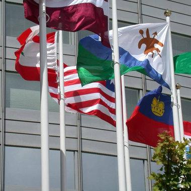 Mât de drapeaux