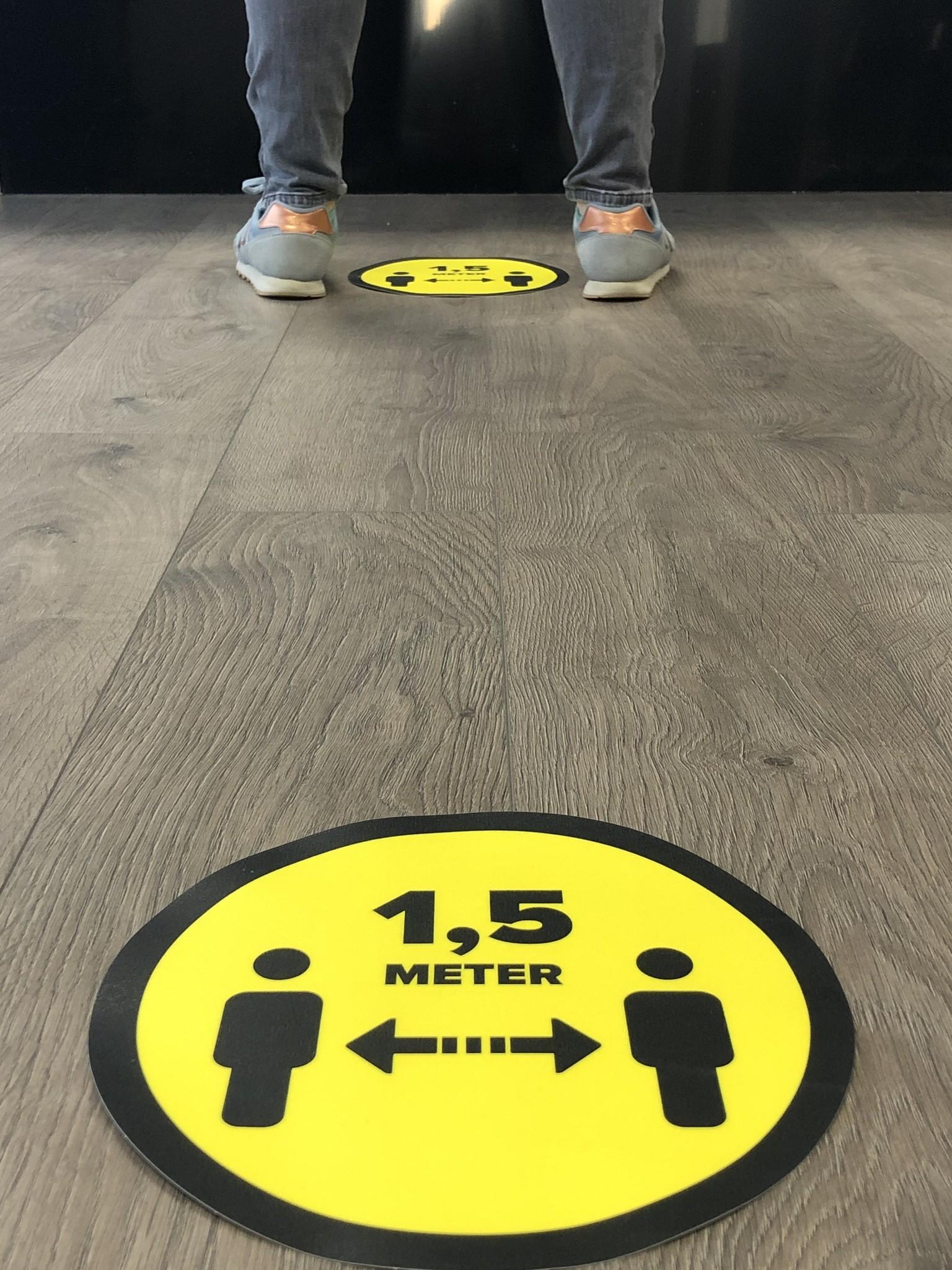 Bodenaufkleber Abstand 1,5 Meter (25 cm rund) aufbewahren