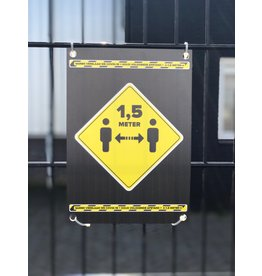 Halten Sie das Schild 1,5 Meter entfernt