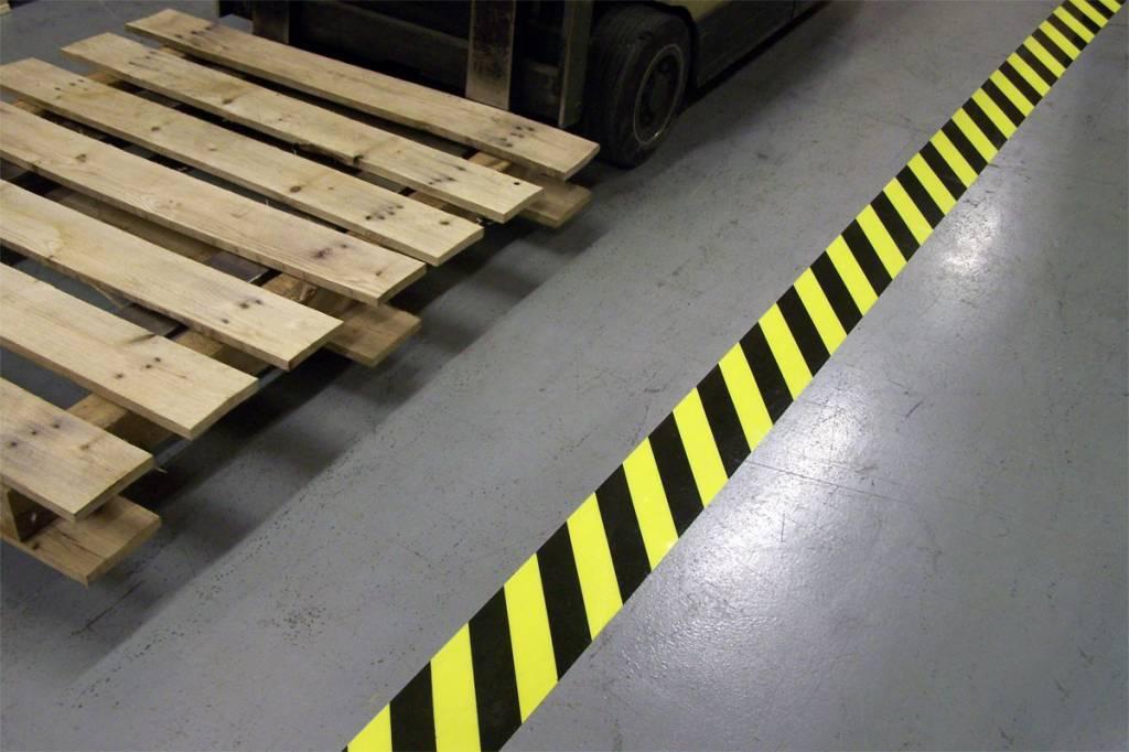 Vloerbelijning hazard 5 cm x 30 mtr
