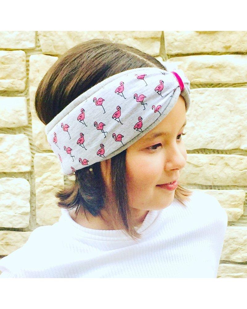 "Embrace Kopfband ""Flamingo"" in Schleifenoptik drapiert mit rosafarbenen Samtband"