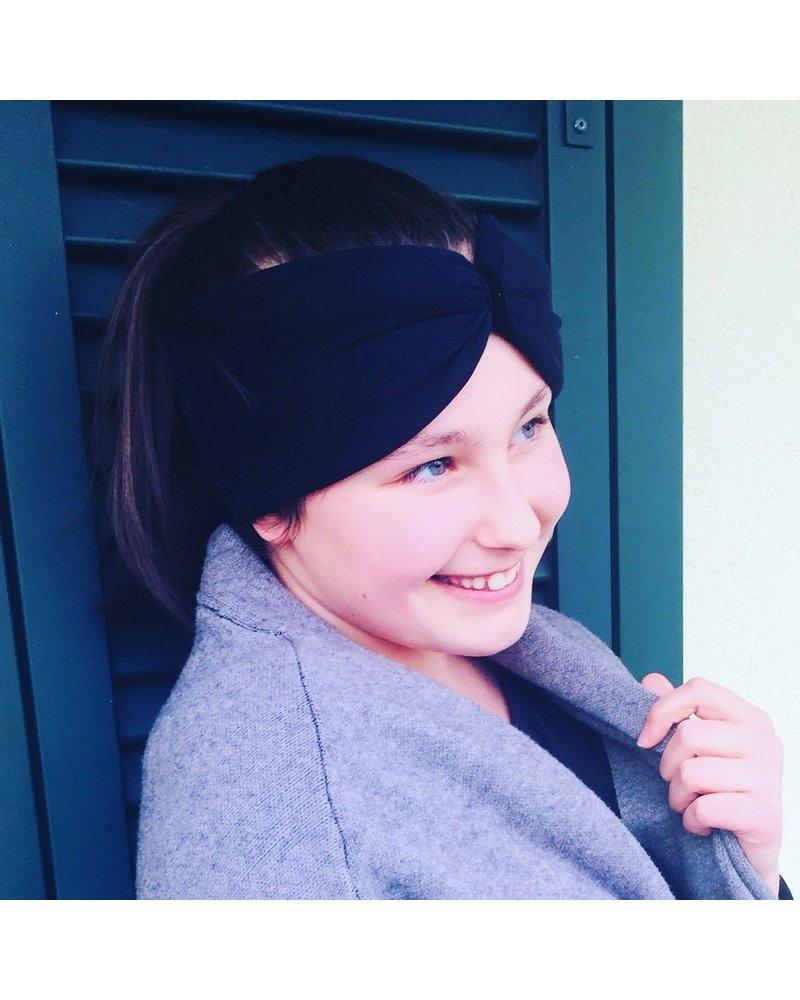 "Embrace Kopfband ""Black"" in Schleifen Optik drapiert mit schwarzen Samtband"