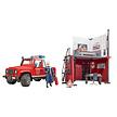 Brandweerkazerne met Land Rover Defender van Bruder