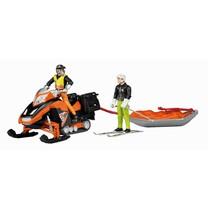 Bruder Moto neige avec conducteur traineau de sauvetage akia et skieur 1:16