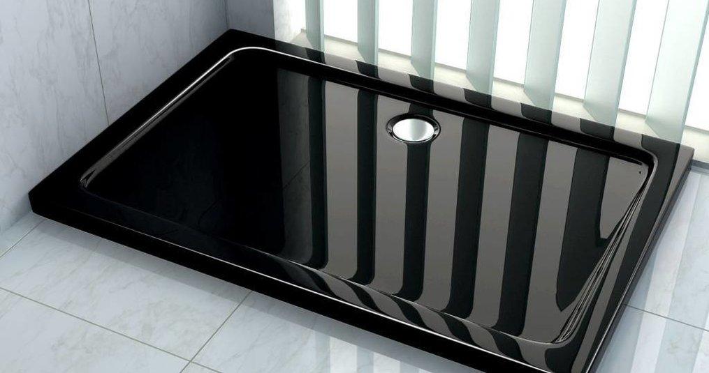 Een zwarte douchebak voor een tijdloze badkamer