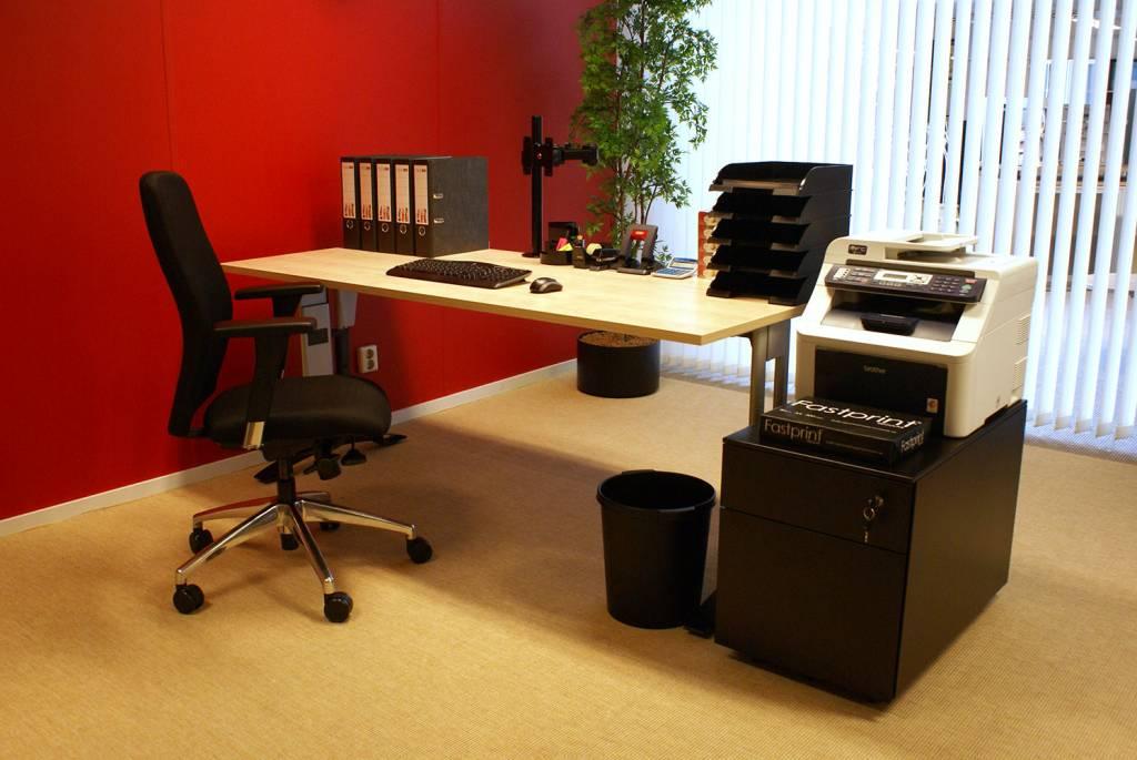 Bureau En Bureaustoel.Complete Werkplek Bestaande Uit Bureau Bureaustoel En Ladeblok