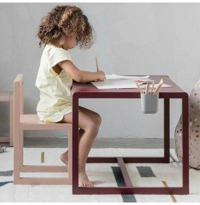 Children's desks and children's tables
