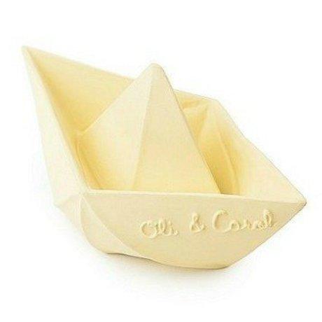 Oli & Carol Badspeeltje bootje vanille geel natuurlijk rubber 12x7cm