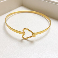 2 THE MOON 'N BACK 2the moon `n back heart bangle bracelet-gold