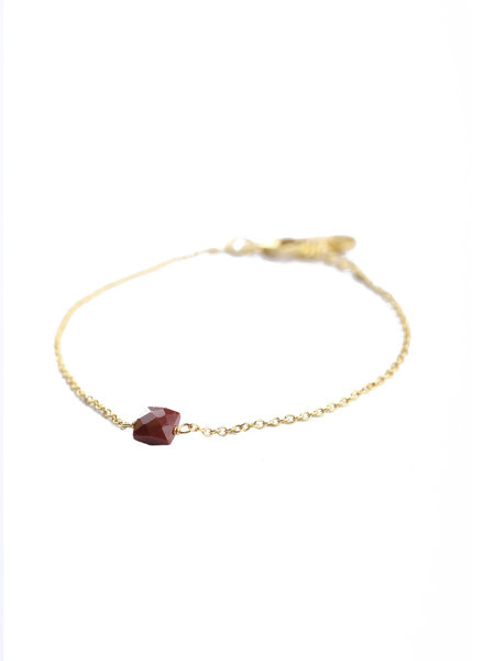 Muja Juma Bracelet 5mm square red jasper gold plated