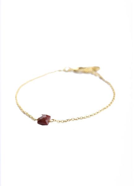 Muja Juma Bracelet 5mm square red jasper gold plated