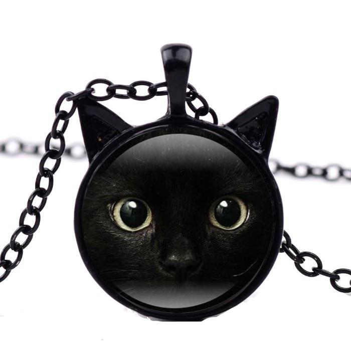 Halskette mit schwarzer Katze