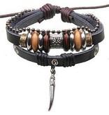Armband aus Leder mit diversen Anhängern