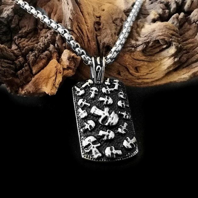 Halskette aus Edelstahl mit Totenköpfe