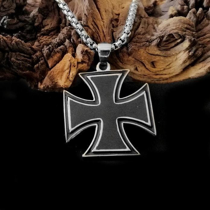 Anhänger Eisernes Kreuz mit Edelstahlkette