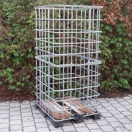IBC Gitterbox XXL weitmaschig auf Holz-Kunststoffpalette