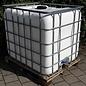 Regenwassertonne WEISS 1000 Liter auf Holz-Palette mit Sichtschutz #5H-sauber-REGEN-USER