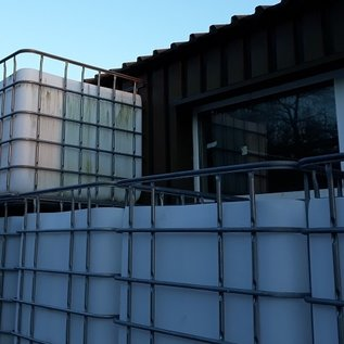 HESS DESIGN Regenwassertonne weiss eckig 1000 Liter exFood offen auf verzinkter Stahl-Kunststoff-Palette #5OMVP-exFood-REGEN-USER