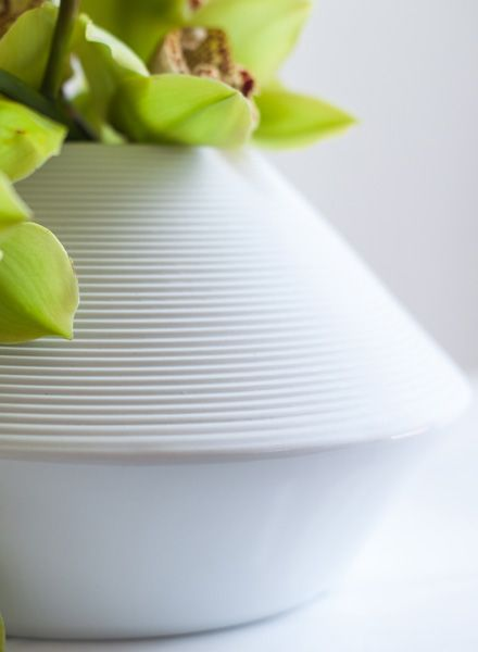 """Objekte unserer Tage Handmade porcelain vase """"Wagner"""""""