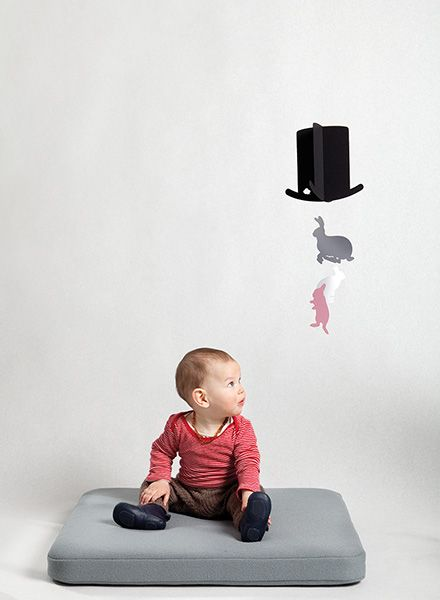 """Jäll & Tofta Mobile """"Mr. Magic"""" I Mobile with a hat and 3 rabbits"""
