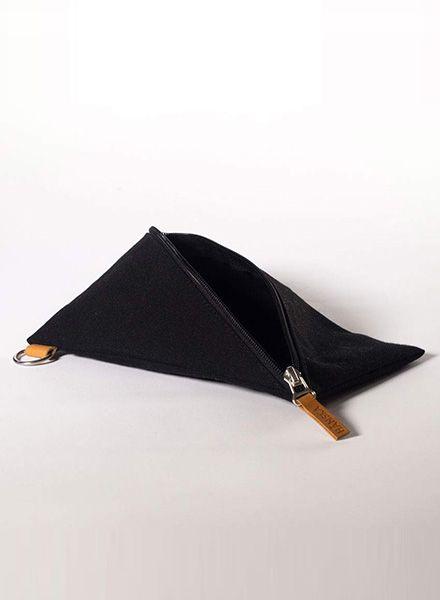 Hänska Schwarzer Beutel/Pouch aus Segelstoff mit diagonalem Reisverschluss