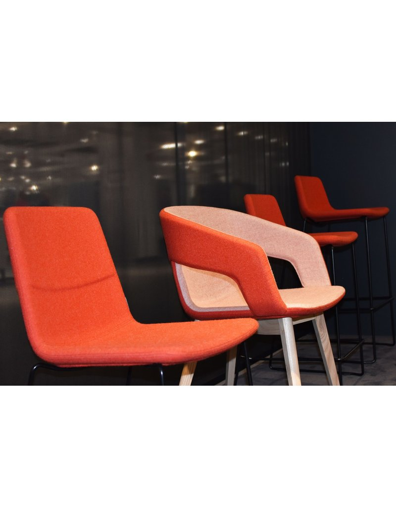 Narbutas Narbutas Twist&Sit stoel met houten poten