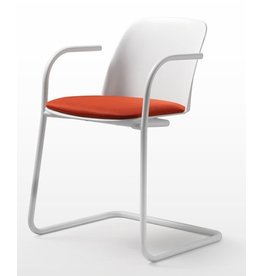 Quinti Quinti Deep Plastic stoel met sledeframe en armleggers