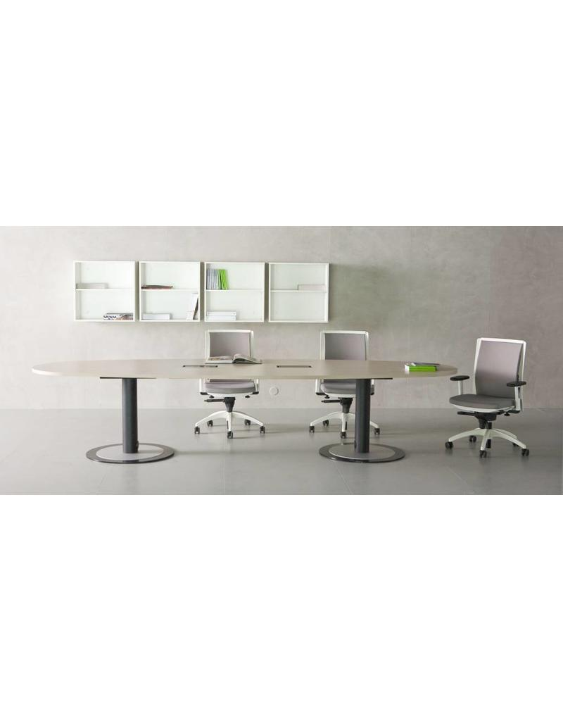 Fantoni Fantoni ovale vergadertafel van 300 cm met kabelmanagement