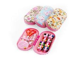 Draagbare mini reizen naaien kits doos met kleur naald draden pin schaar naaien set met case doos thuis gereedschap DIY handwerk tool <br />  MyXL
