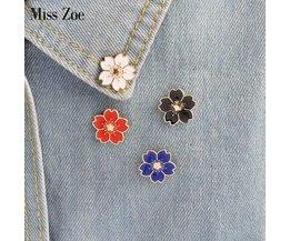 5 stks/set Kersenbloesems Bloem Broche Pins Button Pins Denim Jasje Pin Badge Japanse Stijl Sieradenvoor meisjes <br />  Miss Zoe