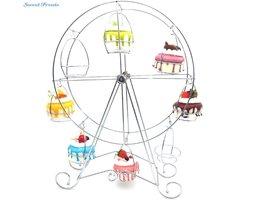 Sweettreats 8-Cup Metalen Roterende Reuzenrad Cupcake en Dessert Standhouder, Verchroomd, bijgewerkt Groter Cup Size <br />  sweettreats