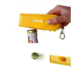 Grappige bieropener sleutelhanger met Dopschieter