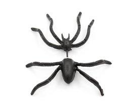Zwarte Oorbel In De Vorm Van Een Spin