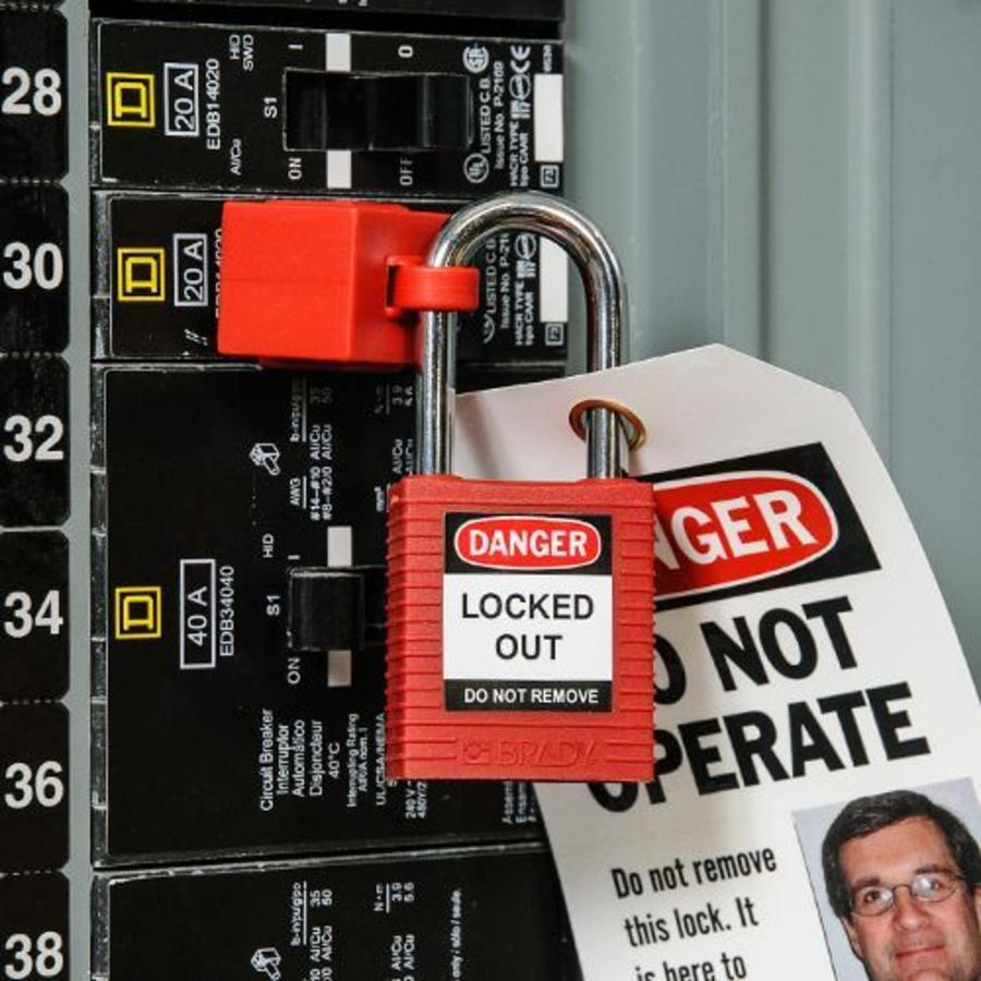 No-hole circuit breaker lockout 065396-065397
