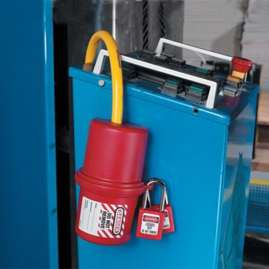Lock-out device for plugs 487, 488