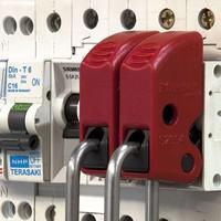 Universal circuit breaker lock-out S2394