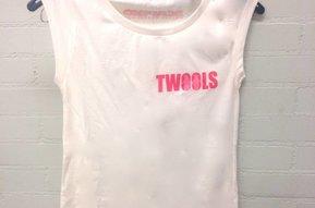 Dames T-shirt met TWOOLS logo klein