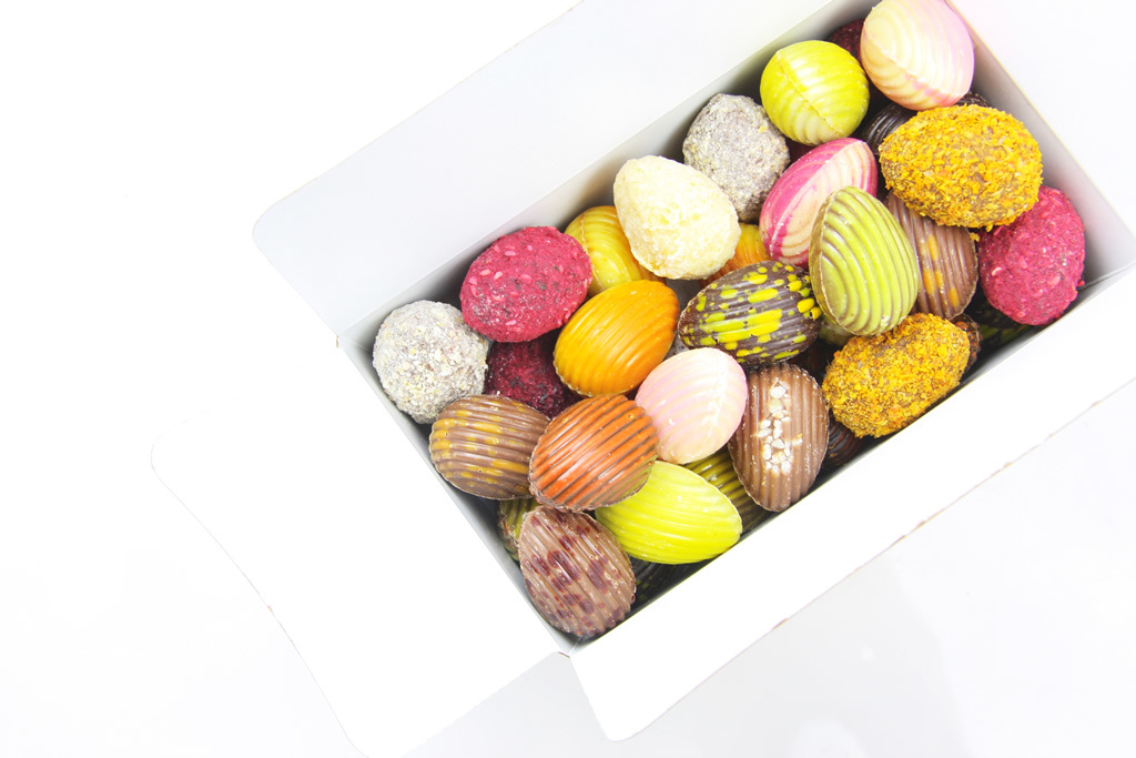 Assorted chocolate Easter eggs in box  - 750 g