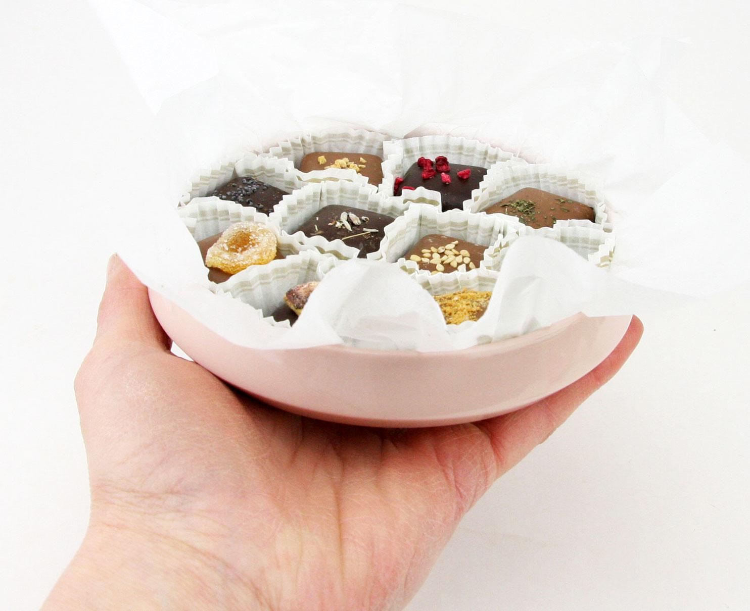 Tina Kath - Handmade Porcelain Handgemaakt  porseleinen schaaltje met pralines