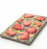 Tablet pure chocolade met aardbei en pistache
