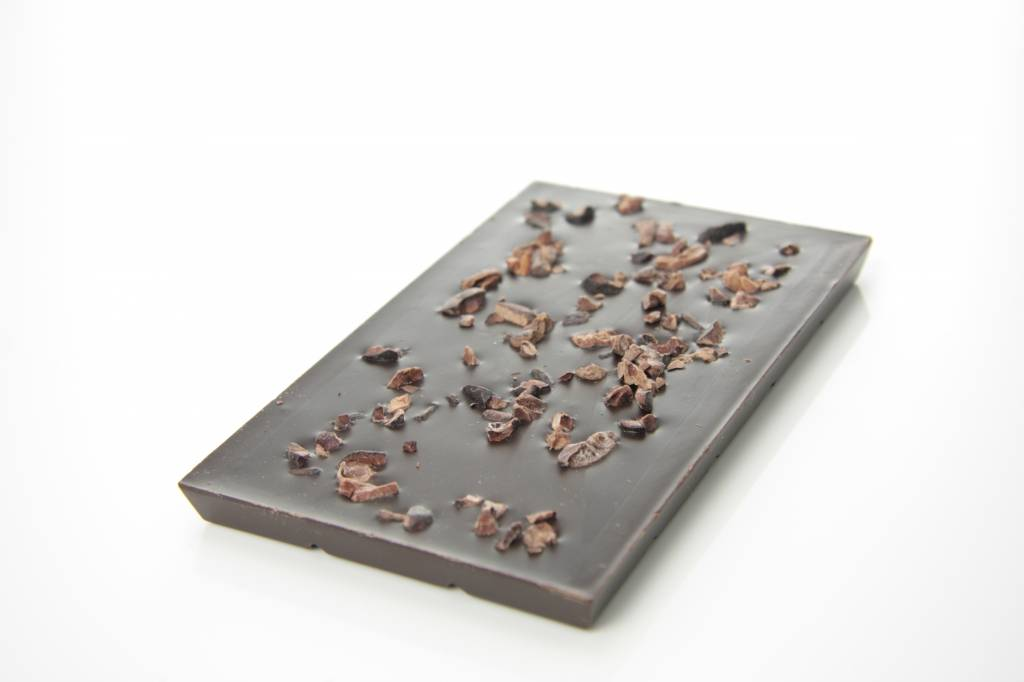 Tablet pure chocolade (90% cacao) met cacao nibs