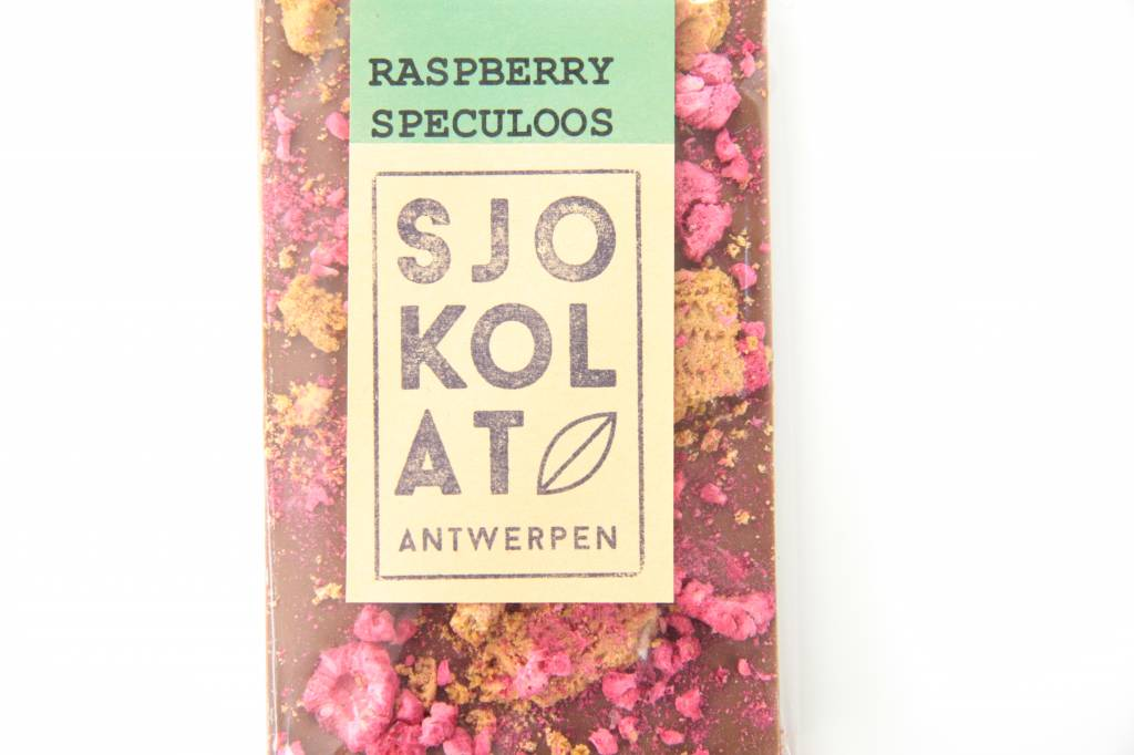 A bar of milk chocolate with speculoos and raspberry