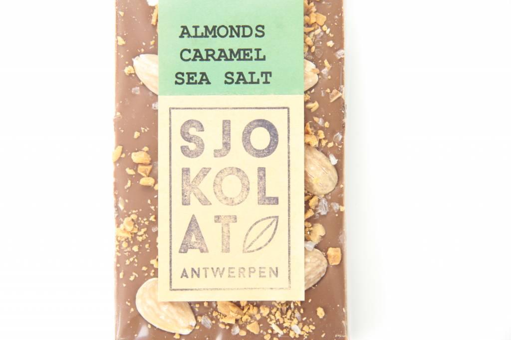 Tablet melkchocolade amandel, caramel en zeezout