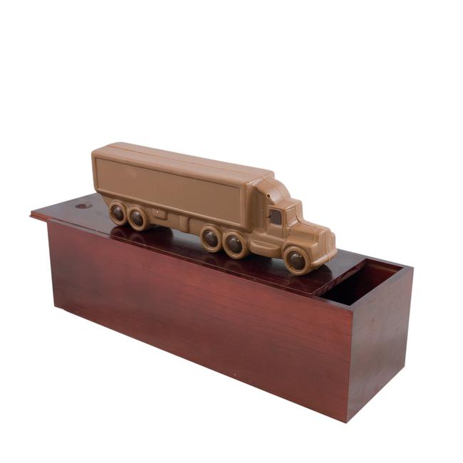 Chocolade vrachtwagen 25 x 9 cm in garage