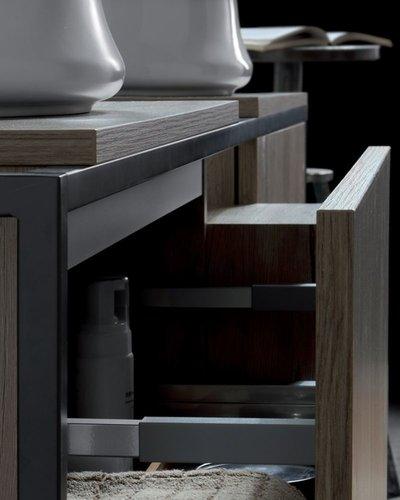 Badkamermeubel in metalen frame met lade+open kast