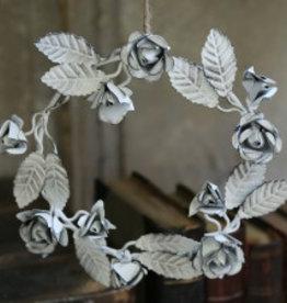 antiker Metallkranz, verziert mit gefüllten Rosen und Blättern