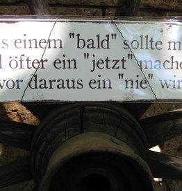 """Holzschild: Aus einem """"bald"""""""