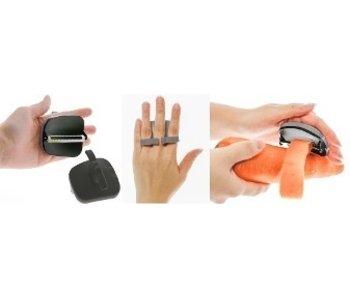 Ergonomic peeler with finger grip