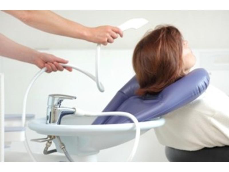 Opblaasbaar haarwasbekken voor gebruik aan de lavabo Adhome