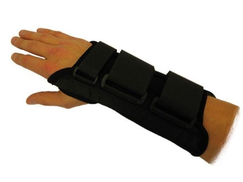 Attelle au poignet noir